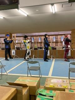 一番左が杉本君。右から2番目が戸田君。最初の10発は好発進でした。