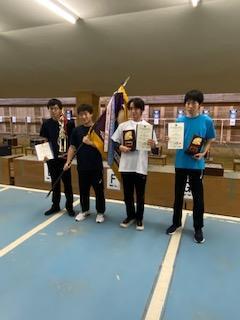 団体戦表彰後の記念写真。右から2番目が本校代表の中山大也君。